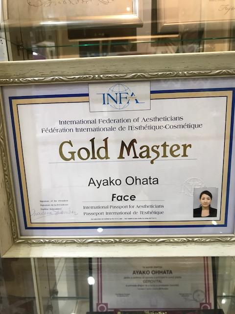 国際エステティック連盟(INFA)認定の国際ライセンス保持者の中でも成績が優秀な人に与えられる「ゴールドマスター」