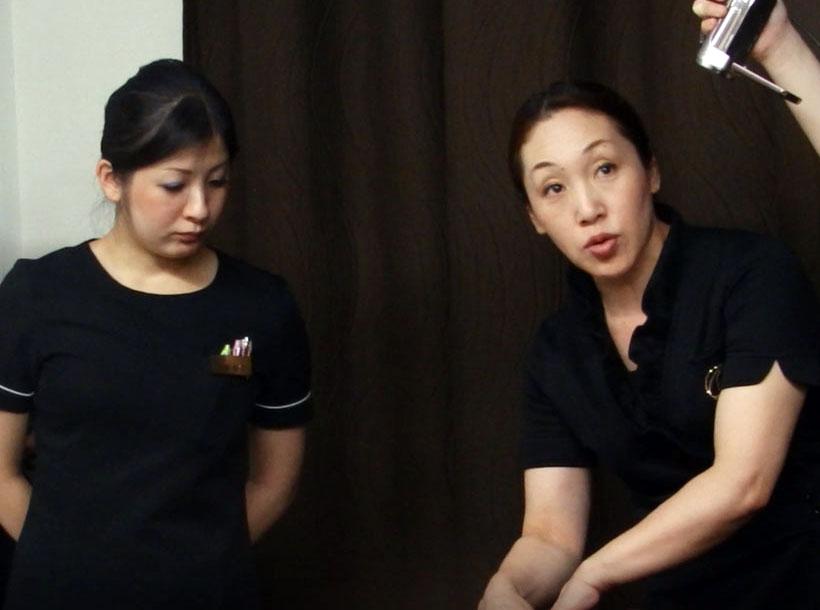 """講師の中野陽子先生。体の""""流れ""""に沿ったマッサージ法を伝授"""